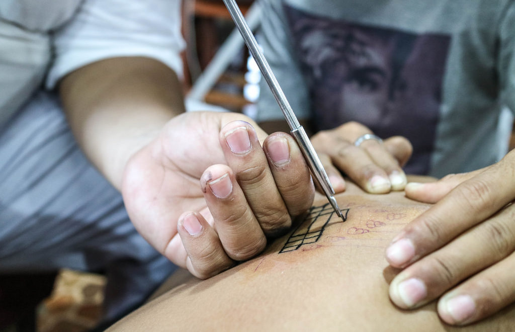 Historical hand methods of tattooing